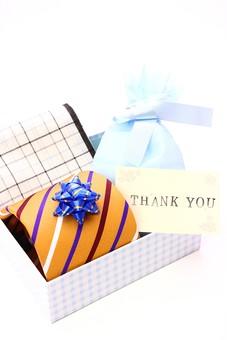 父の日 イベント プレゼント ギフト 行事   明るい    6月 六月  贈る     プレゼント 箱 ネクタイ ハンカチ メッセージ メッセージカード 感謝 ありがとう thank you THANK YOU 白 白バック