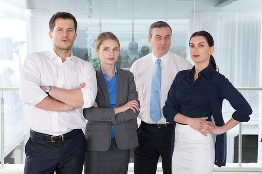 ビジネス 仕事 ビジネスマン 会社 会社員 グローバル インターナショナル 外国人 白人 男性 シャツ ネクタイ スーツ ビジネスウーマン キャリアウーマン 女性 スタイリッシュ 屋内 室内 オフィス タイトスカート 窓 並ぶ 腕組み 腕を組む 立つ 20代 30代 40代 中年 50代 集合 ポケットに手を入れる 4人 四人 チーム 仲間 ビジネスチーム プロジェクトチーム 上司 ボス 同僚  部下 mdfm070 mdjms015 mdff131 mdff132
