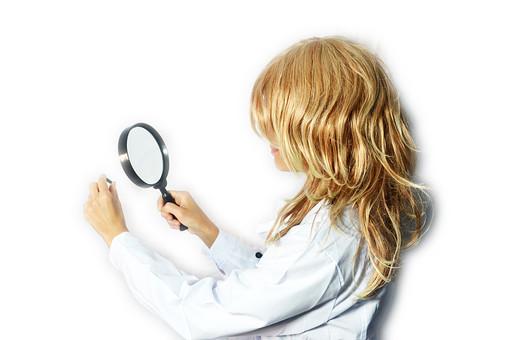 女性 女 医師 薬剤師 製造 検査 調べる 薬 ケミカル 医療 医学 白衣 金髪 薬剤 投薬 検診 薬の調剤 病気 風邪 ウィルス 実験 科学 サイエンス mdff022