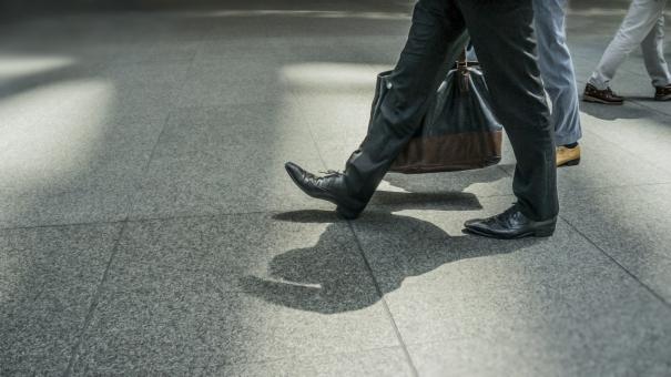 「足を運ぶ 画像 無料 横長」の画像検索結果