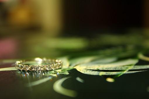 指輪 ゆびわ リング アクセサリー 結婚 プレゼント 宝石 宝物 石 ダイヤ ダイヤモンド 天然石 ジルコニア シルバー プラチナ ホワイトゴールド 婚約指輪 結婚指輪 エンゲージリング マリッジリング 高価 アップ ギフト 贈り物 宝石店 店