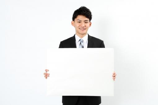 人物 生物 人間 男性 若い 青年 アジア アジア人 日本 日本人 ポーズ モデル スーツ ジャケット ビジネス 就活 フォーマル バストアップ 上半身 ボディランゲージ 示す 伝える 意志 コミュニケーション 紙 持つ フリップ コメント 大きい 白紙 mdjm002