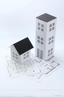 新居 明るい お家 マンション ビル ハウス モデル 模型 グレー 住まい 住宅 くつろぎ 財産 ローン 資産 店舗 空間 温もり 3階建て 住宅街 街 高い 地図 マップ 場所 一軒家