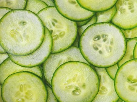 キュウリ きゅうり 胡瓜 輪切り わぎり 断面 つけもの 漬物 漬け物 材料 料理 仕込み 丸い 緑 フレッシュ 新鮮 みずみずしい 浅漬け 塩もみ