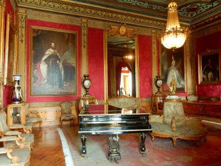 王様 王室 歴史 ピアノ 豪華 肖像画 絵 光 外国 海外 メキシコ 城