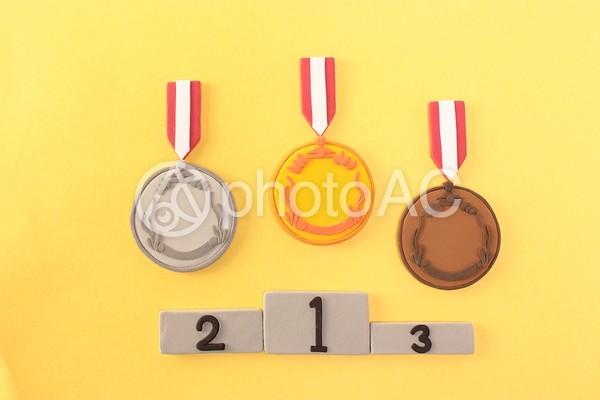 メダルと表彰台1の写真