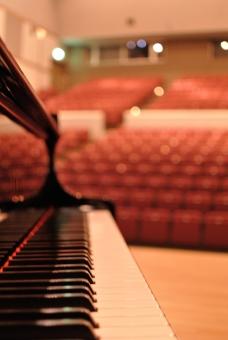 ピアノ 鍵盤 客席 劇場 ステージ 舞台
