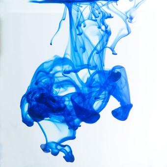 スタジオ アブストラクト 抽象的 素材 テクスチャ 背景 バックグラウンド 液体 瞬間 アップ クローズアップ 動き インク 色 青色 ブルー 水中 混ざる 攪拌 不規則な 流れ アート 抽象的 不安定 流動的