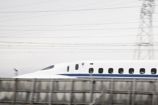 新幹線 のぞみ ひかり 東海道新幹線 スピード 疾走 流し撮り 追いシャッター 速い 鐵道 交通 輸送 白 青 ブルー 旅行 風景 景色