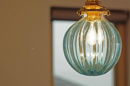 住宅 設備 照明器具 ガラス 白熱灯 青 LED キッチン リビング