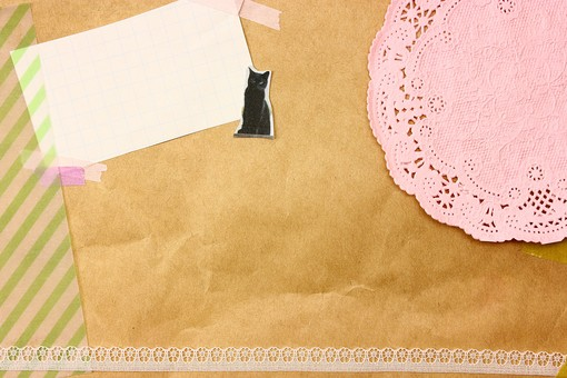マスキングテープ 紙 メモ クラフト フレーム 余白 カラフル ポップ 額 額縁 バックグラウンド 背景 背景素材 枠 雑貨 手紙 レター ステーショナリー 道具 ライフスタイル コラージュ デコ カード スクラップブッキング デザイン アート 楽しい 明るい 破る ちぎる 切り抜き テキストスペース コピースペース シール 猫 黒猫 キャット ストライプ クラフト紙 レースコースター レース ピンク 茶色 テクスチャ