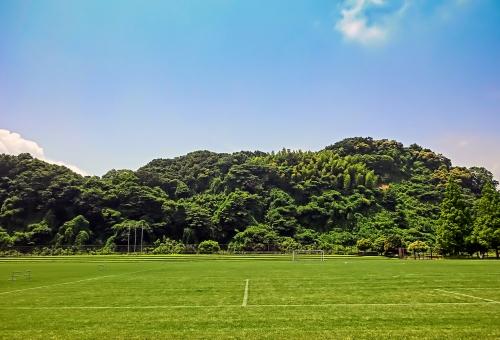 横浜市 金沢区 富岡グランド サッカー場 芝生 緑 空 風景