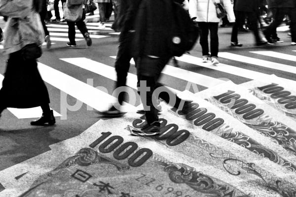 日本社会の闇と紙幣2の写真