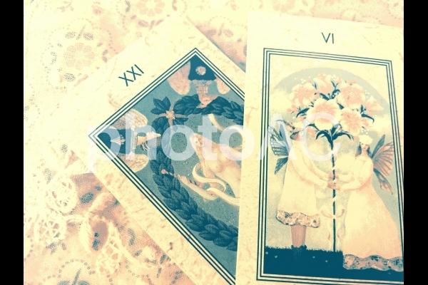 タロットカード 幸福な意味を表す2枚 の写真