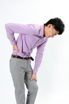 人物 生物 人間 男性 若い 青年 アジア アジア人 日本 日本人 ポーズ モデル カジュアル ラフ バストアップ 上半身 ボディランゲージ 示す 伝える 意志 コミュニケーション 手 アピール 体調 腰痛 腰 痛い mdjm002