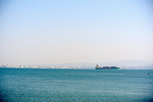博多湾 コンテナ船 コンテナ 荷物 貨物船 大きい船 船 海 港 福岡市 海の交通 海の中道