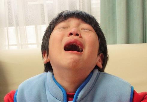 子供 泣き顔 泣く 号泣 男の子 幼児 児童 小学生 切ない 涙 少年 ここあ 大口 トラウマ ネグレクト 虐待 育児放棄 我儘 わがまま 大声 感情 子ども こども 泣く子供 悲しい 痛い 苦しい 辛い 嫌い 子供の泣き顔 懇願 しつけ 躾