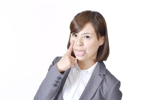 女性 女 社員 会社員 仕事 会社 ビジネス スーツ 女性社員 女の人 ポーズ 人差し指 あっかんべー 舌 舌を出す 日本人 人物 白背景 白バック 一人  ビジネスウーマン シャツ カメラ目線 指 OL グレー mdjf003