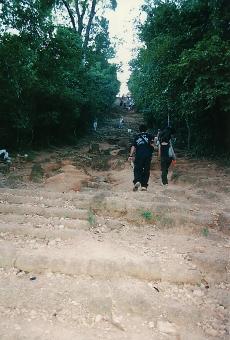 satochi サトチ カンボジア かんぼじあ cambodia 丘 プノンバケン hill おか オカ step カイダン 階段 かいだん slope 坂 さか サカ