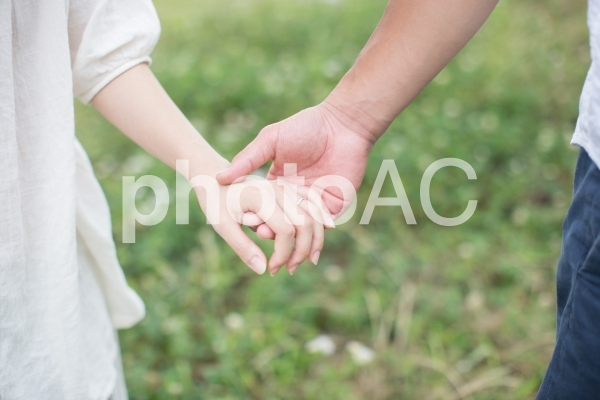 繋ぐ手の写真