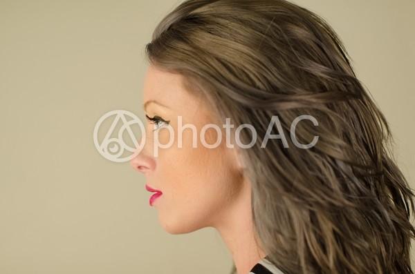 女性の横顔1の写真