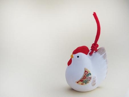 酉の置物 酉年 鳥 鶏 ニワトリ 酉 正月 にわとり 年賀 2017年 干支 置物 飾り 縁起物 年賀状 イメージ 背景 陶器 1月 行事 新春 背景素材 空白 お正月