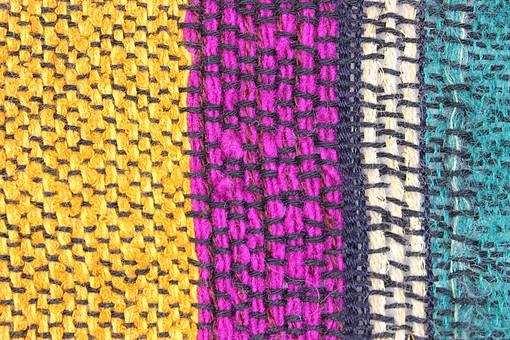 ニット 編地 毛糸 糸 混紡 編み物 ニット地 編み地 編む テキスタイル 背景 背景素材 テクスチャ ファッション 素材 手芸 繊維 衣類 編み目 生地 衣類 カットソー 衣服 アパレル 模様 ファブリック 雑貨 手編み 裁縫 縦ボーダー ストライプ 黄 紫 青 ピンク 白