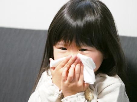ムズムズ 花粉症 ティッシュペーパー 子ども 子供 幼児 女児 風邪 インフルエンザ 鼻水 日本人 japanese cold girl kids 病気 症状 アレルギー 鼻炎