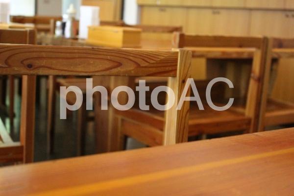 飲食店のテーブルと椅子 の写真