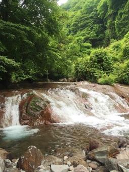山 森 キャンプ 山登り 木々 自然 風景 景色 リフレッシュ 森林 渓谷 渓流 川 ハイキング グリーン 緑 マイナスイオン 水辺 滝 清流 植物