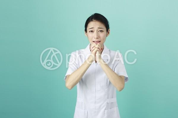 白衣の女性92の写真