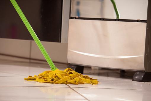 屋内 室内 部屋 家事 生活 暮らし 家庭 家 住宅 掃除 清掃 床 フローリング 床掃除 モップ 磨く モップがけ 洗剤 アップ リビング キッチン 掃除道具 ワックスがけ 拭き掃除 拭く 汚れ ハウスクリーニング ハウスキーピング
