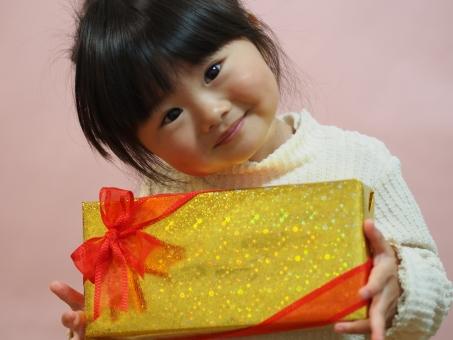 感謝 プレゼント 誕生日 リボン クリスマス 女の子 女児 園児 子ども 子供 孫 日本人 girl child kids japanese pretty present cute christmas かわいい 笑顔 お歳暮 元気