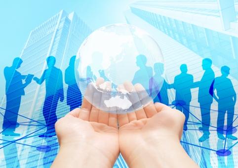ビジネスのネットワーク-地球を手の平に乗せての写真