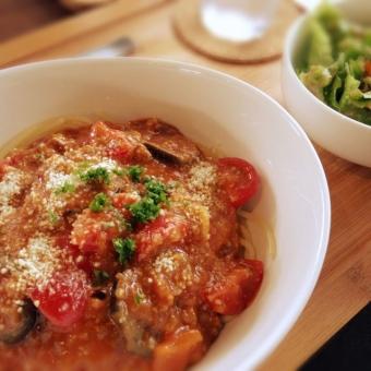 トマト パスタ 夏野菜 スパゲティ ナス ランチ 美味しそう カフェ イタリアン ミートソース