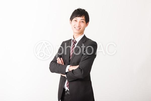 腕を組むビジネスマン2の写真