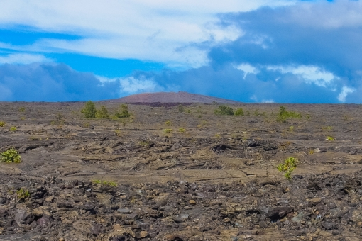 キラウエア火山 国立公園 ハワイ ハワイ島 噴火 溶岩 岩 岩石 青空 広い 壮大 大自然 迫力 無機質 生命力 ヒーリング パワースポット スピリチャル スピリチュアル