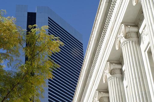 建物 建築 風景 自然 人工 文化 土地 旅行 思い出 アート モダン 現代 美術 芸術 おしゃれ 前衛的 高い 大きい 巨大 高級 ガラス 窓 オフィス 高級オフィス オフィスビル 緑 植物