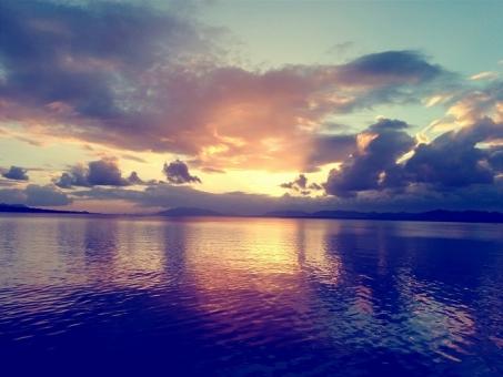 宍道湖 湖 自然 風景 景色 海 夕日 夕陽 夕景 夕方 空 夕空 雲 太陽 反射 神秘