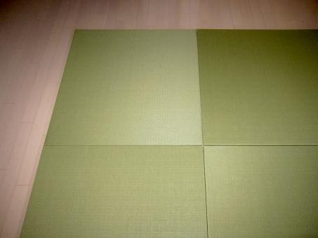 家 住宅 背景 和風 和 和室 日本 和紙 癒やし 落ち着く 癒される 空白 アップ 畳 四角い畳 たたみ タタミ 和の 四角 最近の畳 最近のタタミ 琉球畳 最近のたたみ はやりの 流行り 流行りの 素材 材料 使える 余白 建設 建築 イメージ