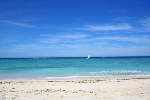 海 ヨット ビーチ 沖縄 読谷 海と空 夏 青 砂浜 風景 観光 観光地 旅行 景色 景観