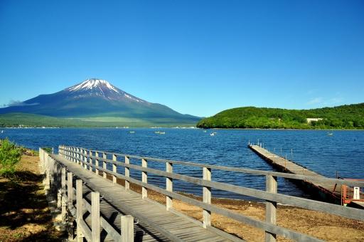 山中湖 富士山 山梨県 静岡県 青空 晴天 晴れ ピクニック ハイキング ドライブ 行楽 行事 世界遺産 ワイワイ わいわい すがすがしい 清々しい