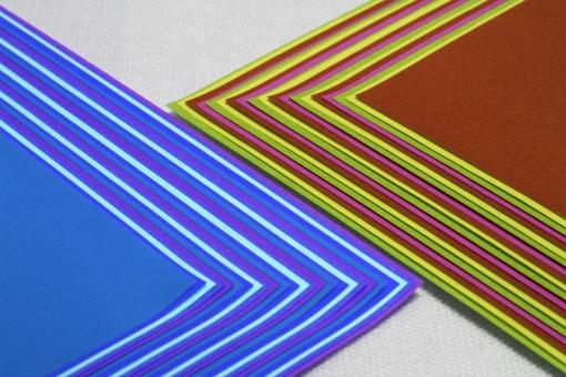 折り紙 おりがみ オリガミ 折紙 日本 文化 伝統 コントラスト 調和 反発 比較 均衡 拮抗 バランス ライバル 対決 色 いろ 紙 青 茶 線 ライン テクスチャ 背景 素材 背景素材 資料 ビジネス web素材