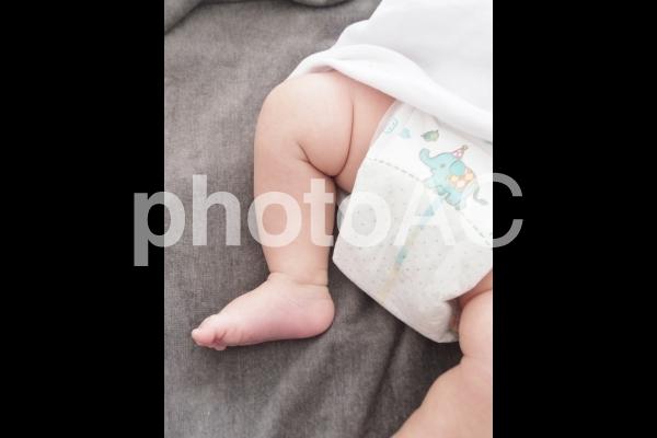 おむつ姿の赤ちゃん 2の写真
