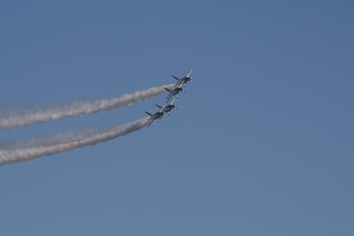 ブルーインパルス 青 飛行機 航空機 自衛隊 アクロバット 航空 空