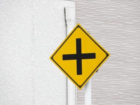 道路標識 十字路 道路 標識 看板 表示 確認 街 風景 トラック クロスロード