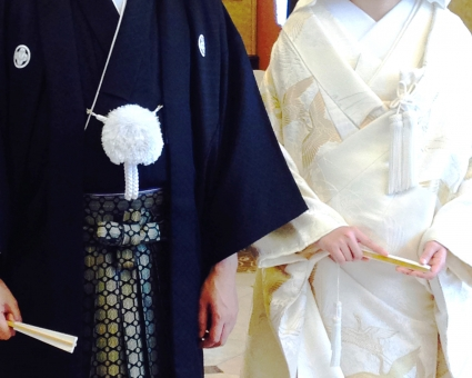 和装 男女 カップル 扇子 白無垢 着物 男性 女性 羽織 紋付 袴 神前式 日本