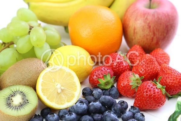 ブルーベリーといちごとレモンとオレンジとキウイとマスカットとりんごとバナナ5の写真