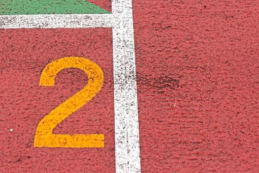 陸上競技場 陸上 2コース 数字 競争 走る トラック レーン コース レンガ色 全天候型 全天候型トラック ライン 汗 青春 部活動 大会 記録 スタート 中体連 高体連 インカレ インターカレッジ オリンピック