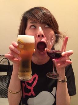 ショート ボブ ビール ワイン 酔っぱらい セレブ かわいい カワイイ 美人 モテ 楽しい ワイワイ 飲み会 合コン コンパ モデル 女子 女の子 kawaii japanese model cute fun cheer cool funny girl with beer and wine